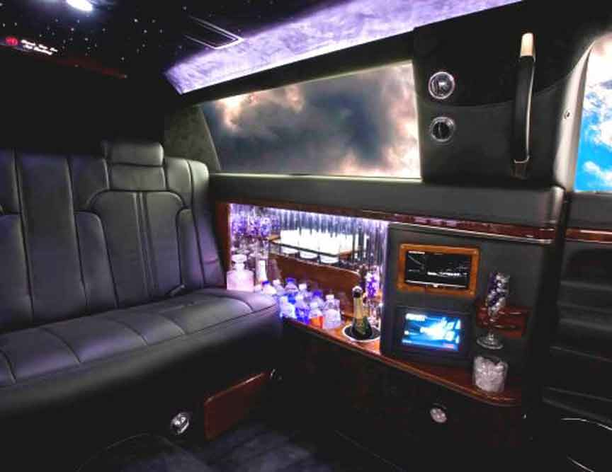 Mercedes Benz S Class Limos and Limousines Chrysler limos Audi BMW Cadillac Escalade Custom limos luxury vehicles and SUV limos -